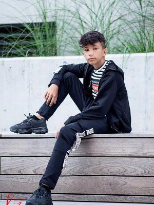 czarna bluza rozpinana z kapturem dres dla chłopca kiz